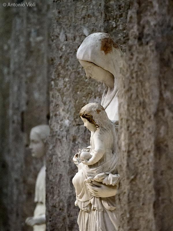 Madonna con Bambino nel Duomo di Siracusa.