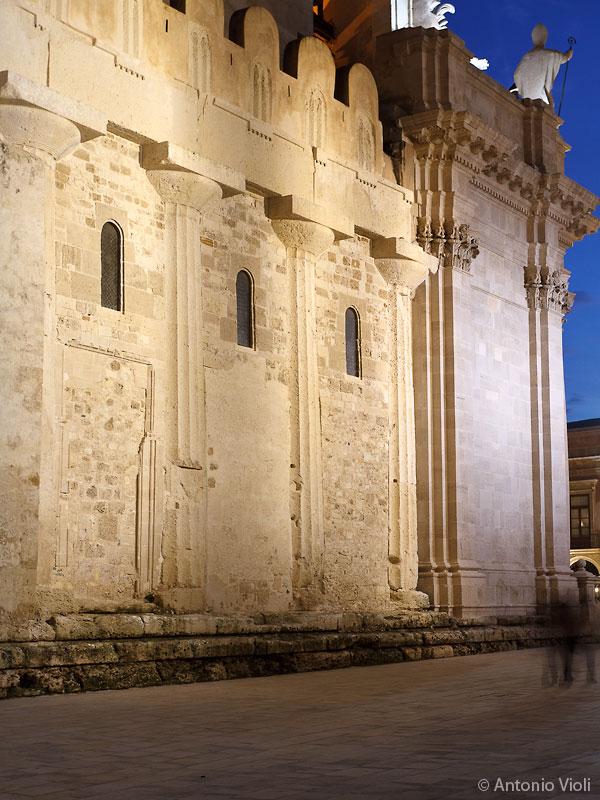 Muro laterale del Duomo di Siracusa.