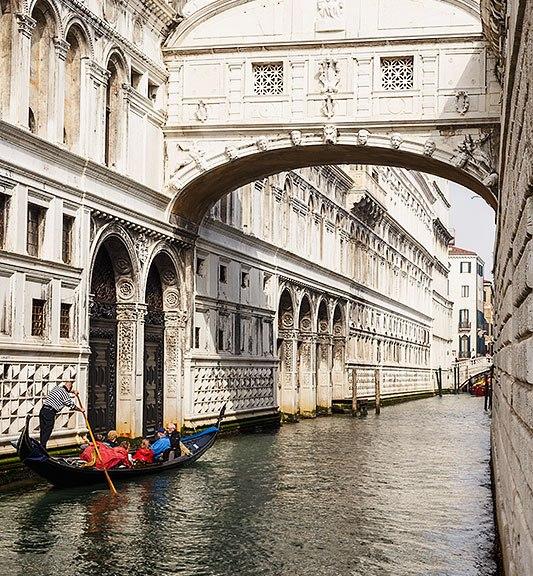 Gondola at the Bridge of Sighs (Ponte dei Sospiri), Venice, Italy.