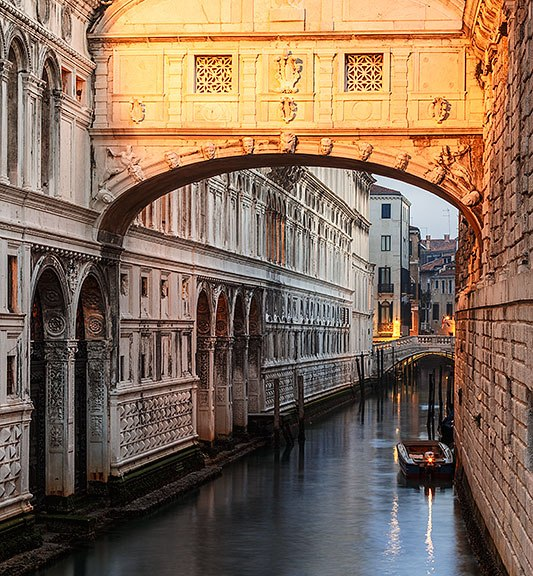 Ponte dei Sospiri bridge at dawn, Venice, Italy.