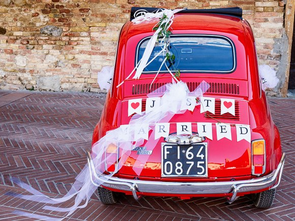 Just Married on a red Fiat 500 car.