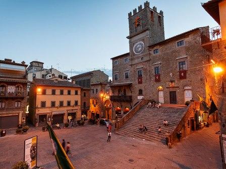 Piazza della Repubblica and Palazzo Comunale at dusk, Cortona,