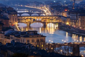 The Ponte Vecchio bridge and the Arno river as seen from Piazzale Michelangelo, Florence, Tuscany, Italy.
