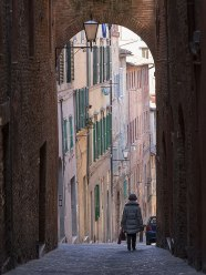 An alley with an arch, Siena, Tuscany, Italy.
