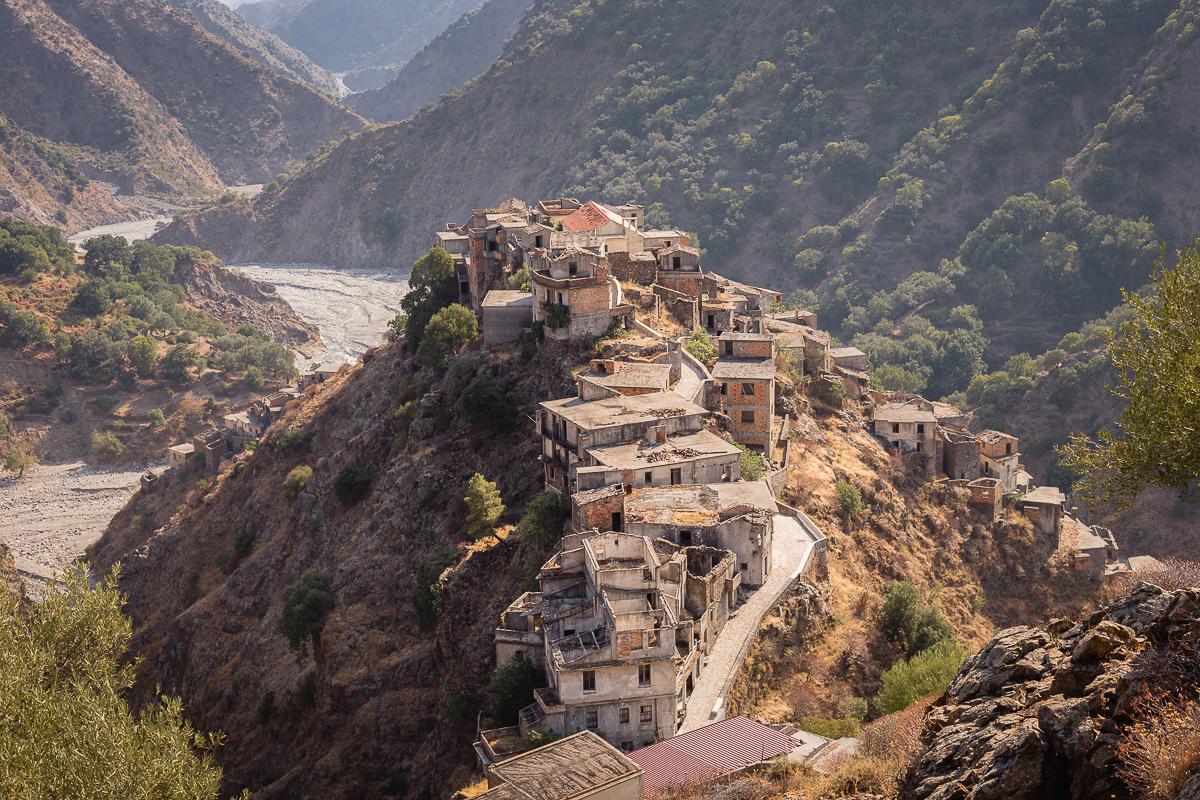 Ghost town di Roghudi vecchio, Calabria
