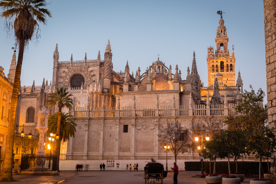 Cathedral and La Giralda bell tower, Seville, Andalusia, Spain.