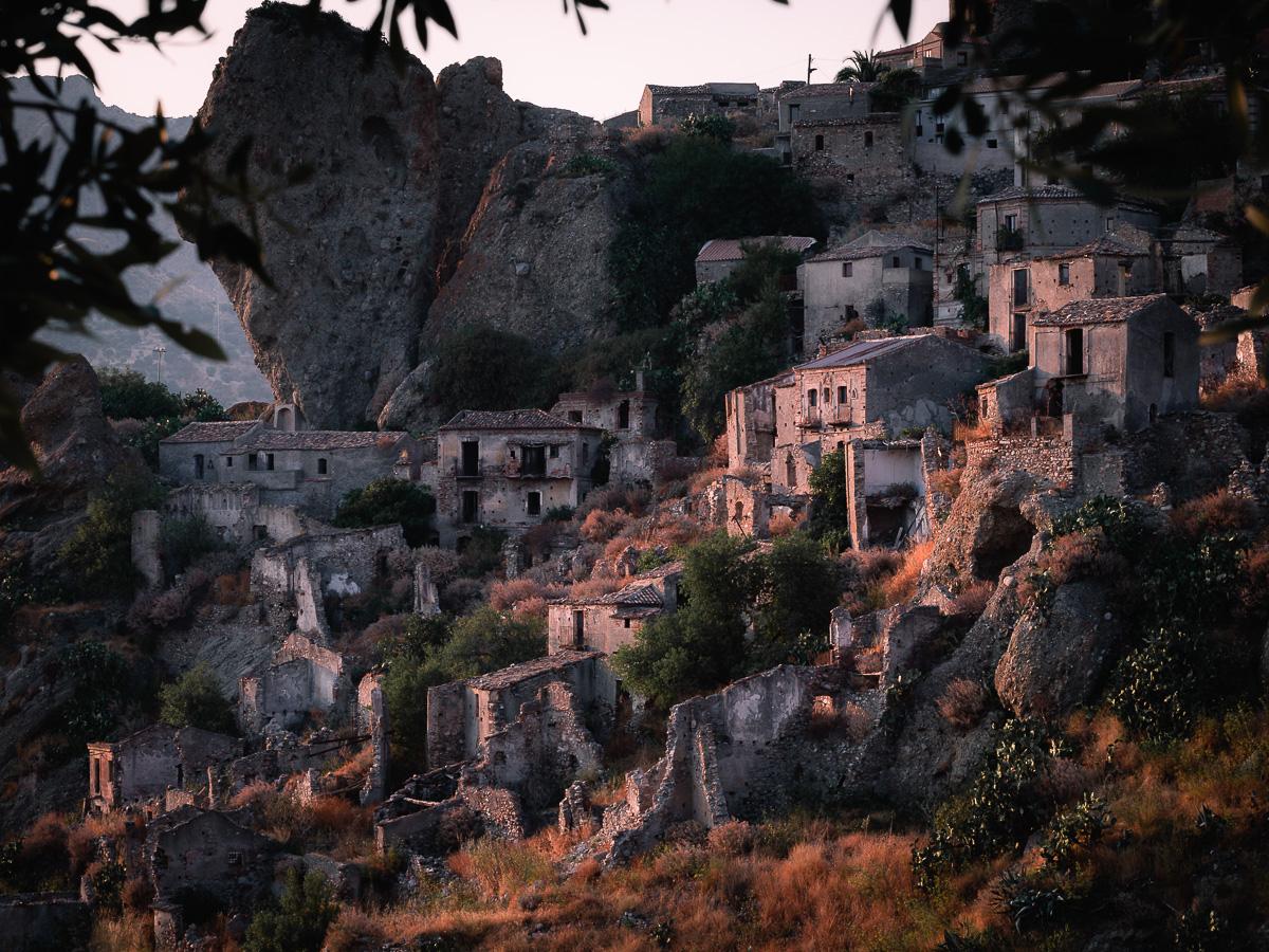 Borgo abbandonato di Pentedattilo, Aspromonte, Calabria, Italy