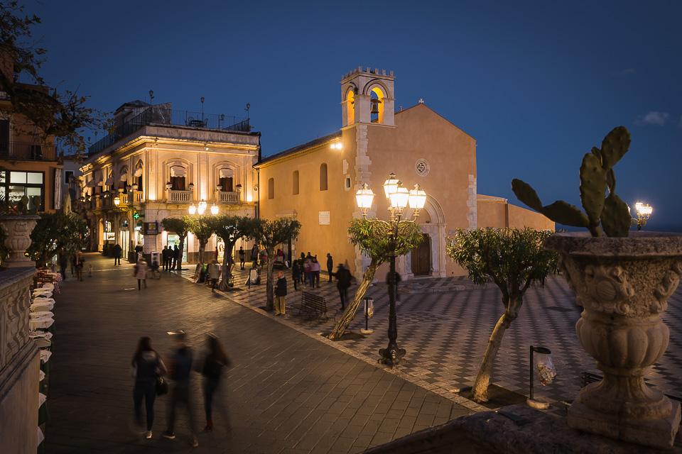 Piazza IX Aprile square and Corso Umberto I in Taormina, Sicily.