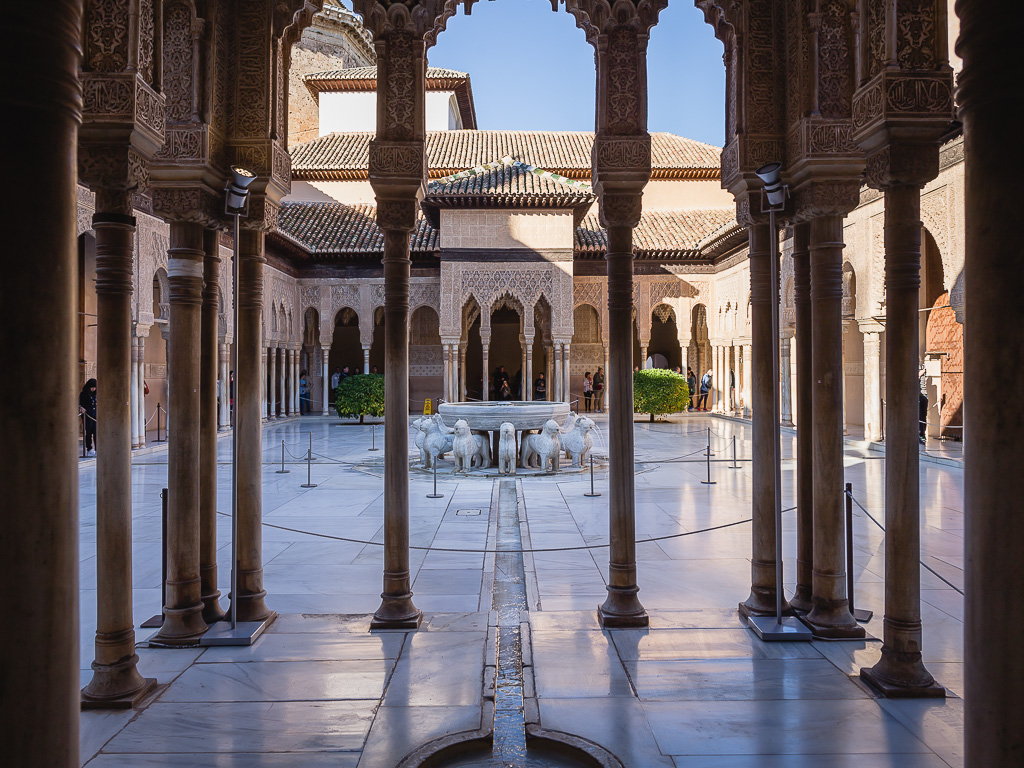 Court of the Lions, Nasrid Palaces, Alhambra, Granada, Andalusia, Spain