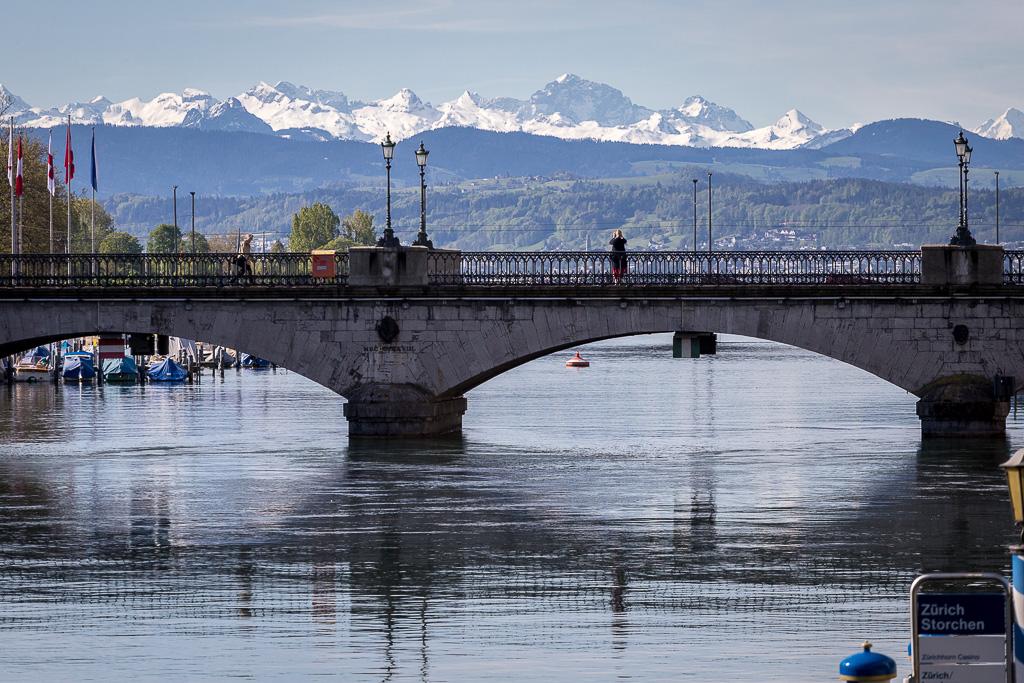 Ponte sul fiume Limmat, città vecchia, Zurigo, Svizzera